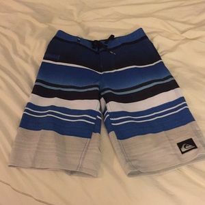 Quicksilver boys size 8(23) board shorts EUC
